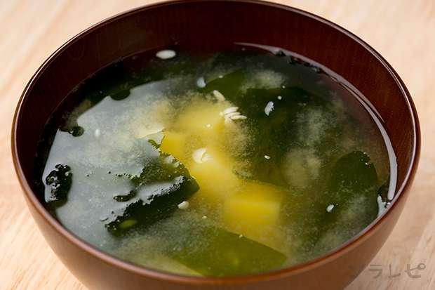 ジャガイモとワカメの味噌汁_main1