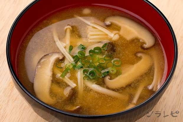 キノコたっぷり味噌汁_main1