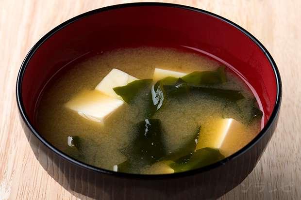 豆腐とワカメの味噌汁_main1