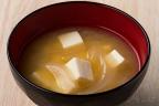 豆腐とタマネギの味噌汁