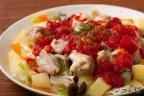 蒸し野菜とチキンのトマトソースかけ
