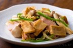 高野豆腐と魚肉ソーセージの炒め物
