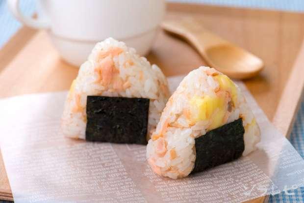 鮭とチーズのおむすび_main1