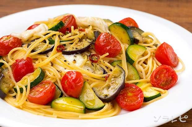 夏野菜とモッツァレラチーズのペペロンチーノ_main1