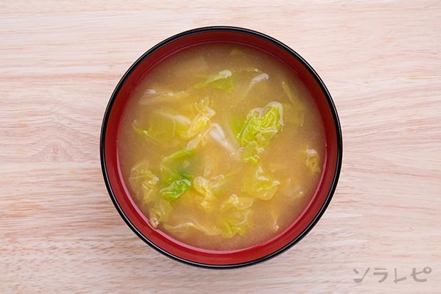 定番味噌汁シリーズ白菜の味噌汁のレシピ|ソラレピ