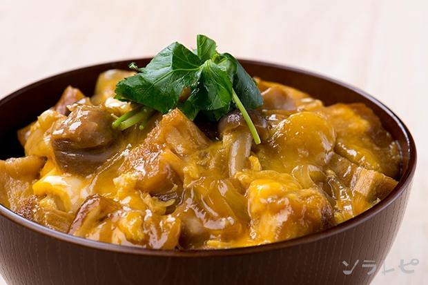 鶏肉と焼き麩の玉子とじ丼_main1