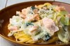 チンゲン菜と鮭のクリームパスタ
