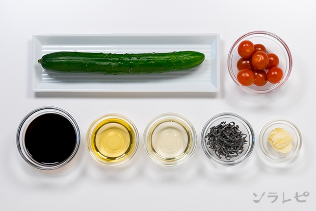 キュウリとトマトのニンニク醤油漬けの材料
