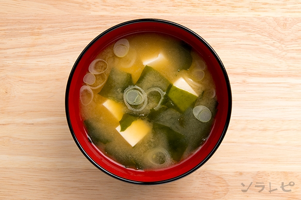豆腐とワカメと長ネギの味噌汁_main2