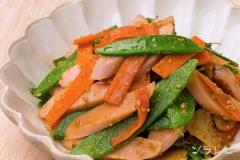 魚肉ソーセージとサヤエンドウのセサミソテー