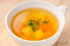 ジャガイモとニンジンのコンソメスープ
