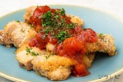 鶏肉とトマトのチーズパン粉焼き