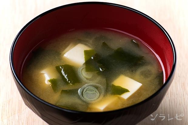 豆腐とワカメと長ネギの味噌汁_main1