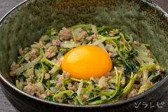 もやしと豆苗の味噌炒め丼