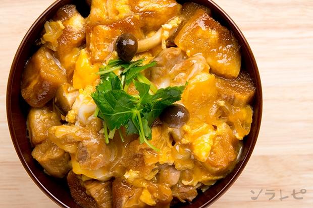 鶏肉と焼き麩の玉子とじ丼_main2