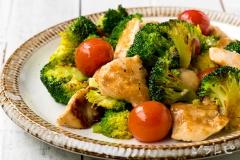 鶏肉とブロッコリーのニンニク炒め