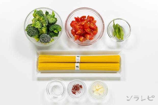 ブロッコリーとトマトのペペロンチーノの材料