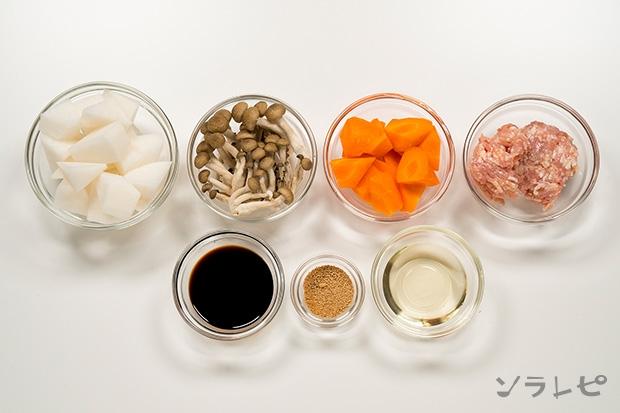 根菜と鶏挽肉の煮物の材料